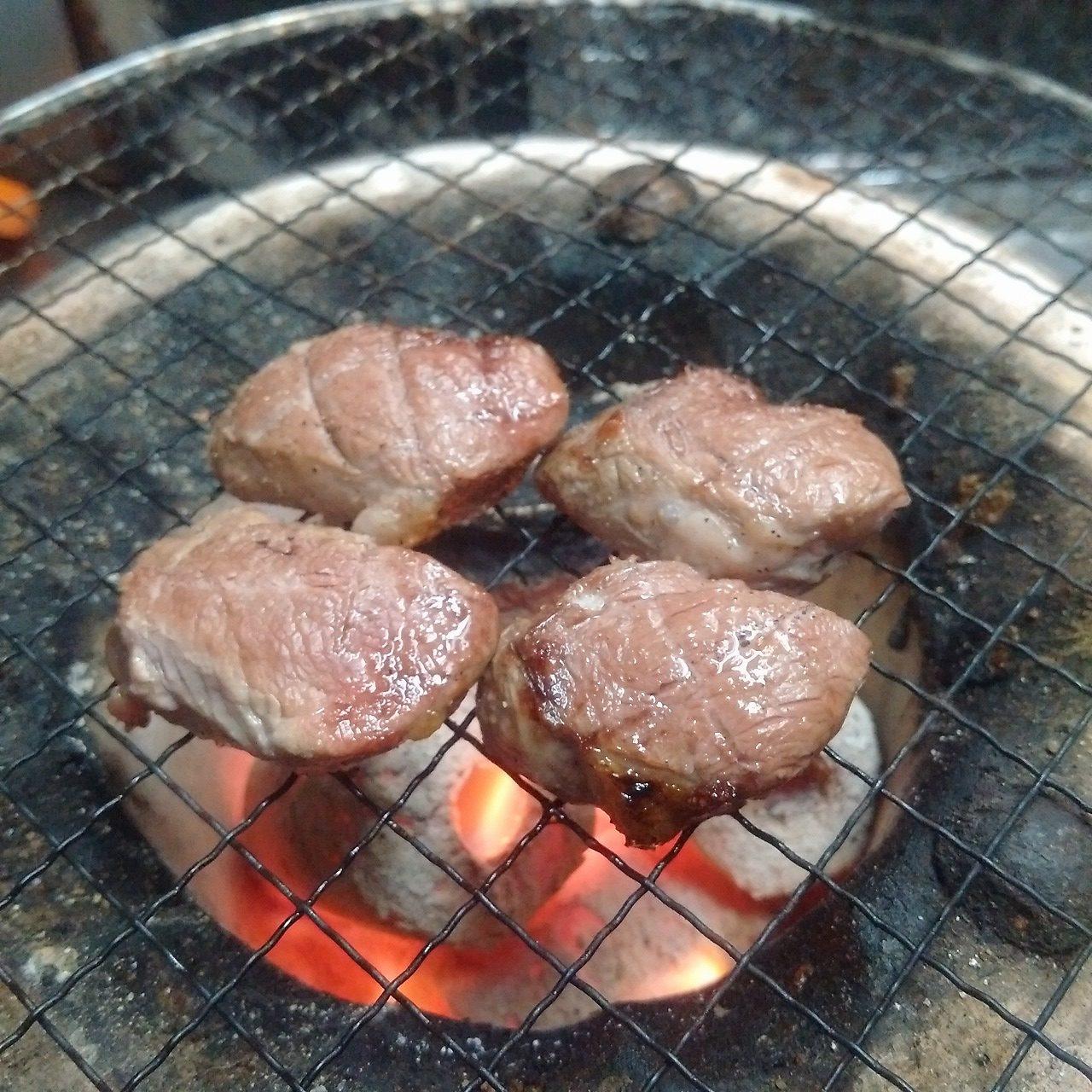 雌猪のヒレ肉を七輪で炭火焼きにして食べたらやっぱり旨かった