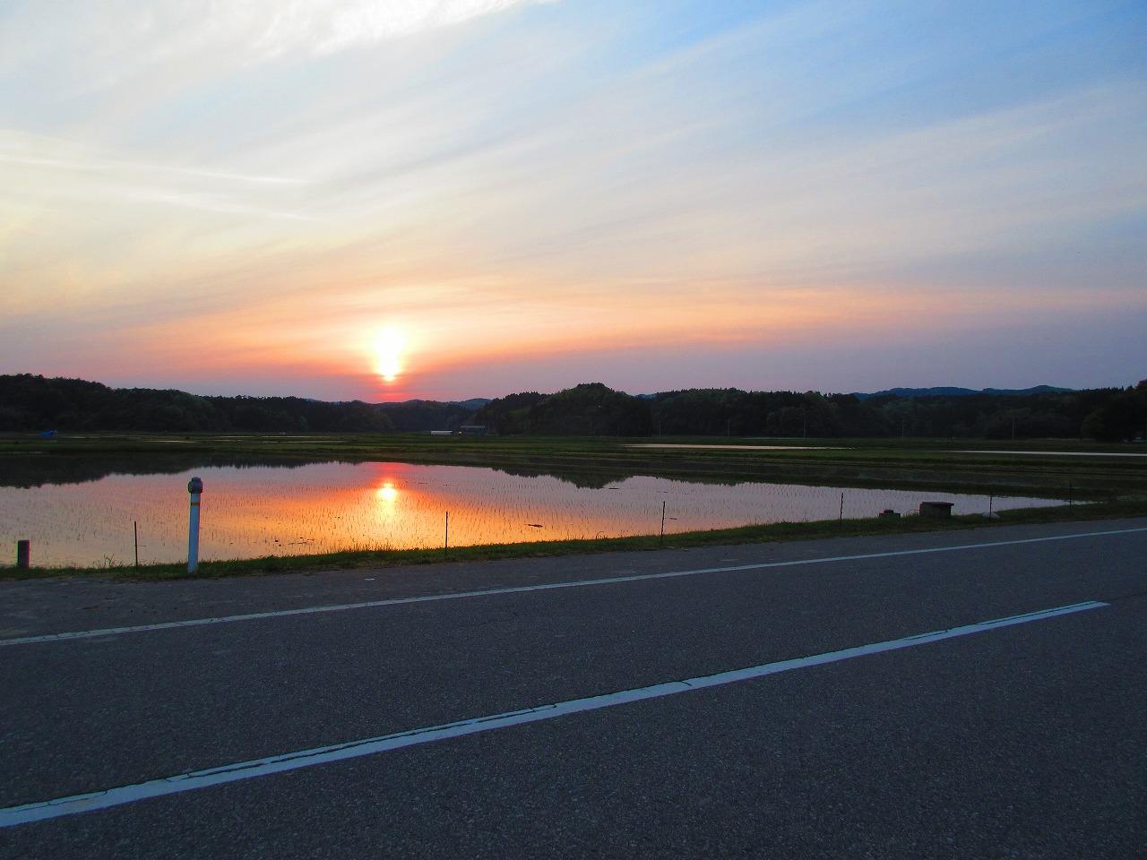 田んぼに水を入れた景色が好きだ