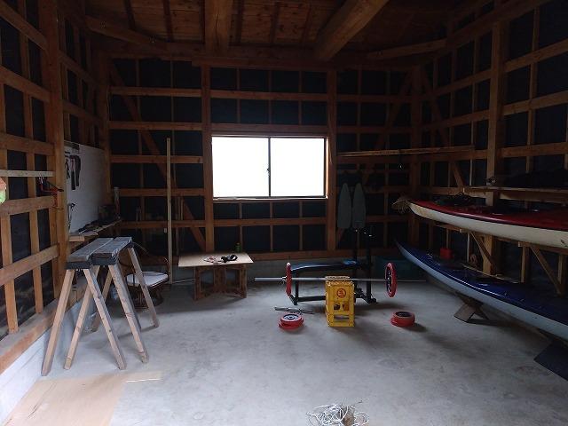 納屋改造|素人が納屋に1,200円の工具置き場を10分で作った。