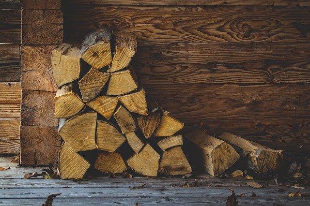 解体で出てきた廃材は薪ストーブへ❘無料で貰った古民家をリフォーム