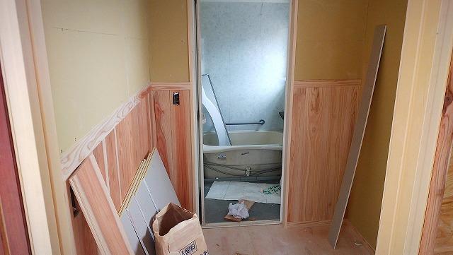 無料で貰った古民家をリフォーム|脱衣所と天井と床ができて来た