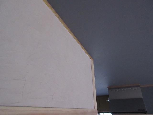 無料で貰った古民家の壁に無料で貰った珪藻土を塗ってみたら良い感じ